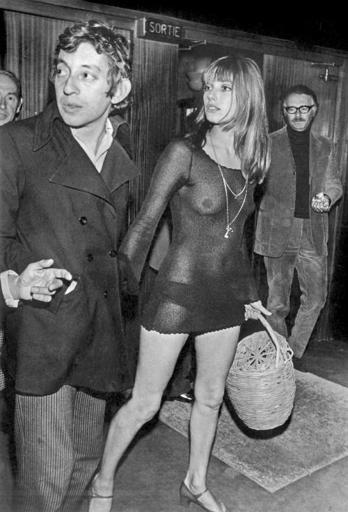"""Jane Birkin et Serge Gainsbourg a la premiere du film """"Slogan"""" de PierreGrimblat le 28 aout 1969"""