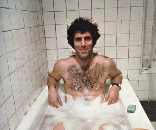 Elliott Gould in the tub